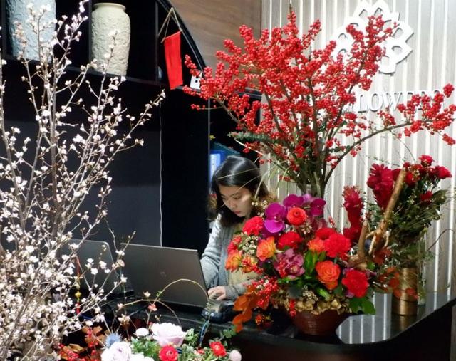 Cành hoa cây dại bên tây, đại gia Việt bỏ chục triệu chơi Tết - 2