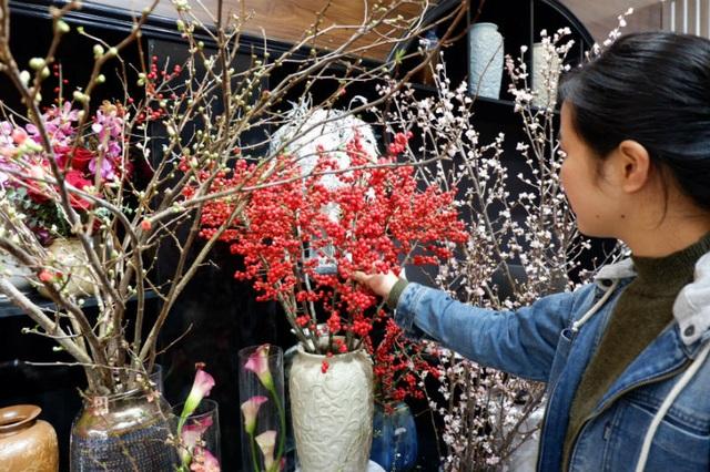 Cành hoa cây dại bên tây, đại gia Việt bỏ chục triệu chơi Tết - 3