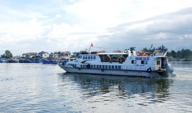 Tàu khách tông chìm tàu cá, hàng chục người hoảng loạn la hét - 1