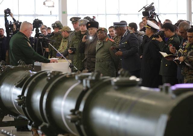"""Bị Mỹ đòi hủy tên lửa, Nga mở họp báo """"ba mặt một lời"""" - 1"""
