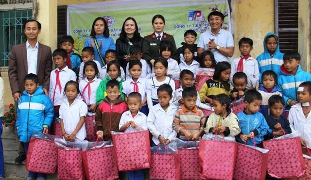 Quảng Trị: Trao hàng trăm suất quà Tết cho học sinh vùng khó khăn - 1