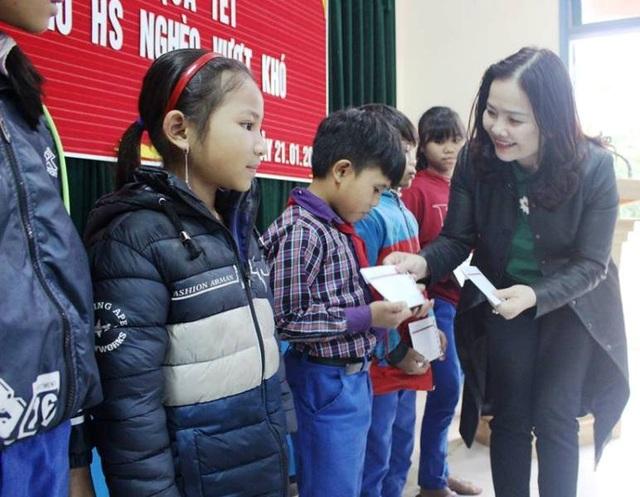 Quảng Trị: Trao hàng trăm suất quà Tết cho học sinh vùng khó khăn - 4