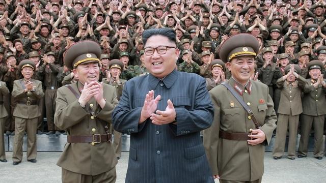 Ông Kim Jong-un tặng quà hiếm cho quan chức Triều Tiên dịp năm mới - 1