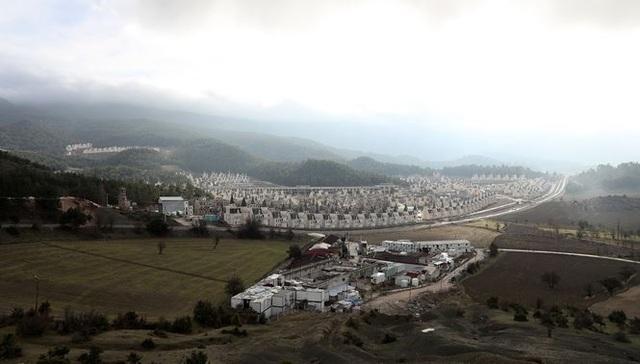 Xót xa làng biệt thự 200 triệu USD tuyệt đẹp bị bỏ hoang - 1