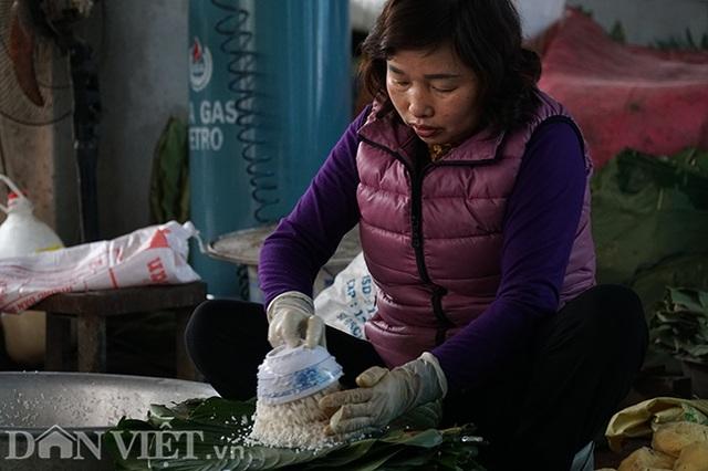 Làng gói bánh chưng lớn nhất Hà Nội tất bật vào vụ Tết - 9