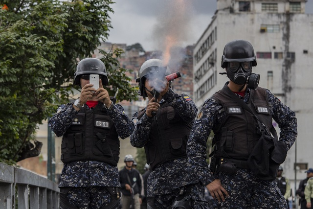 Biểu tình bùng phát tại Venezuela sau khi lãnh đạo đối lập tự nhận là tổng thống lâm thời - 3