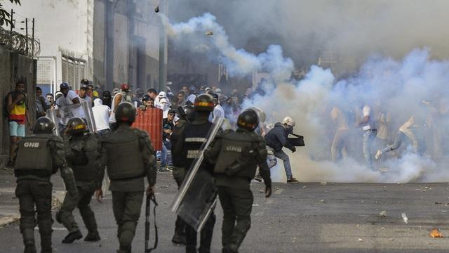Biểu tình bùng phát tại Venezuela sau khi lãnh đạo đối lập tự nhận là tổng thống lâm thời - 1