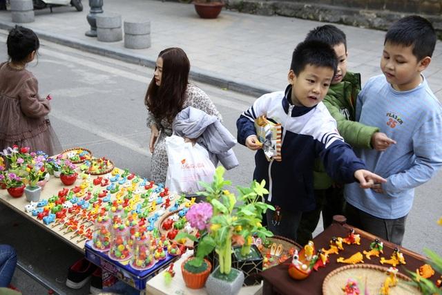 Chợ hoa phố cổ Hà Nội nhộn nhịp đón Tết - 15