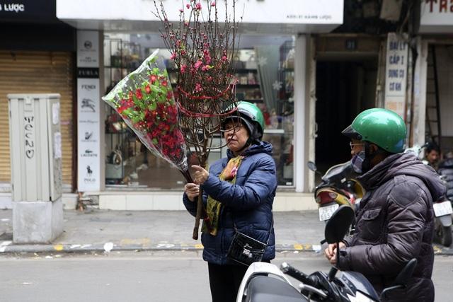 Chợ hoa phố cổ Hà Nội nhộn nhịp đón Tết - 5