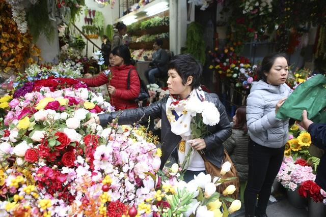 Chợ hoa phố cổ Hà Nội nhộn nhịp đón Tết - 8