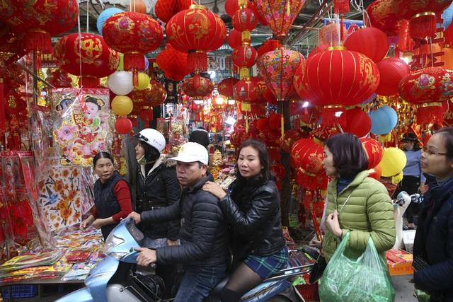 Chợ hoa phố cổ Hà Nội nhộn nhịp đón Tết - 9