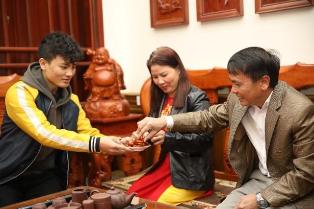 Quang Hải mong một cái Tết đoàn viên cùng gia đình - 1
