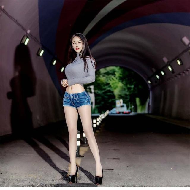 Không cần hở hang, chỉ mặc jean cô gái Hàn cũng khoe được đường cong thần thánh - 10..jpg