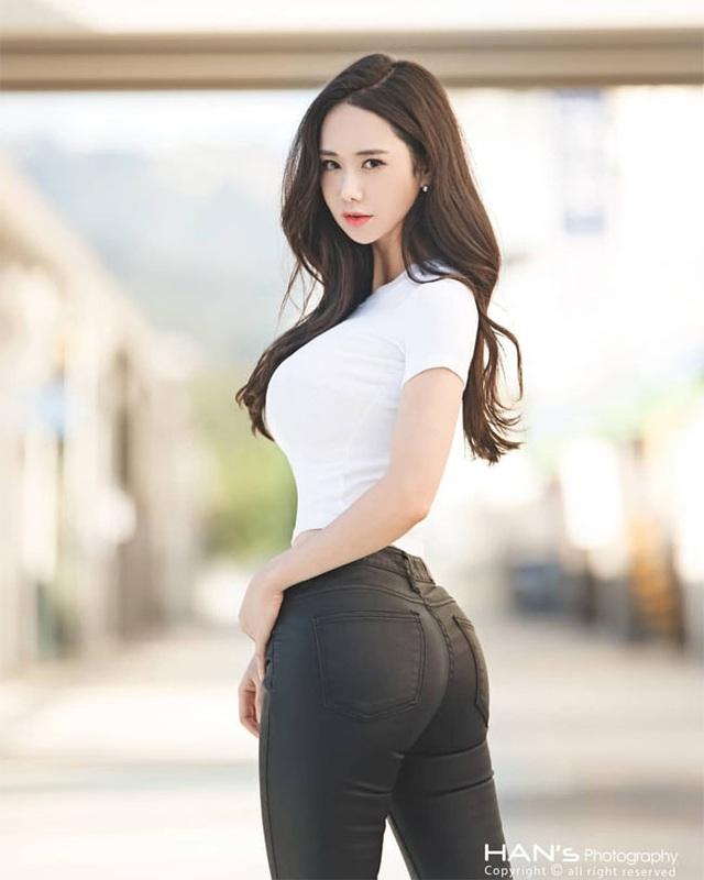 Không cần hở hang, chỉ mặc jean cô gái Hàn cũng khoe được đường cong thần thánh - 11..jpg