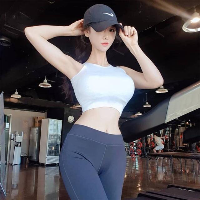 Không cần hở hang, chỉ mặc jean cô gái Hàn cũng khoe được đường cong thần thánh - 14..jpg
