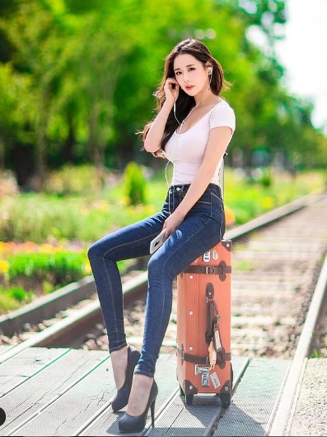 Không cần hở hang, chỉ mặc jean cô gái Hàn cũng khoe được đường cong thần thánh - 3..jpg
