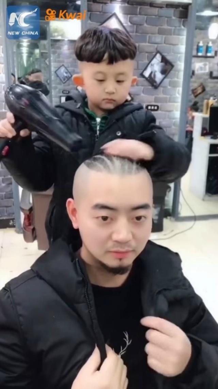 Cậu bé 6 tuổi làm tóc không thua gì thợ chuyên nghiệp khiến dân mạng phát cuồng - 3