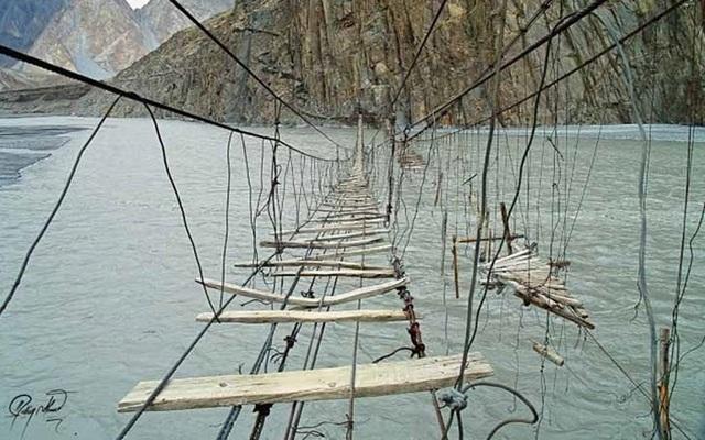 """Những """"cây cầu đáng sợ nhất"""" thế giới, trong đó có cầu khỉ Việt Nam  - 13"""