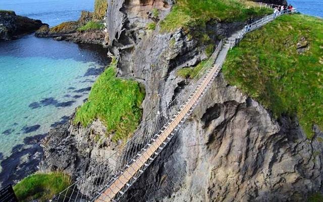 """Những """"cây cầu đáng sợ nhất"""" thế giới, trong đó có cầu khỉ Việt Nam  - 2"""