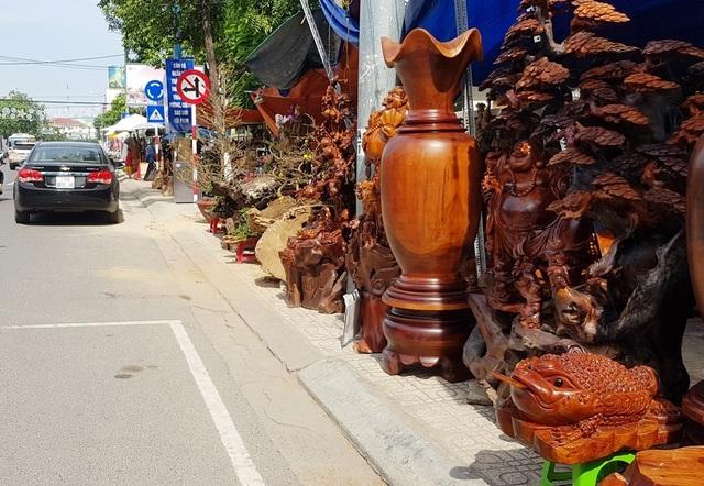 Nha Trang: Sắc xuân ngập tràn phố biển, du khách háo hức dạo phố - 9