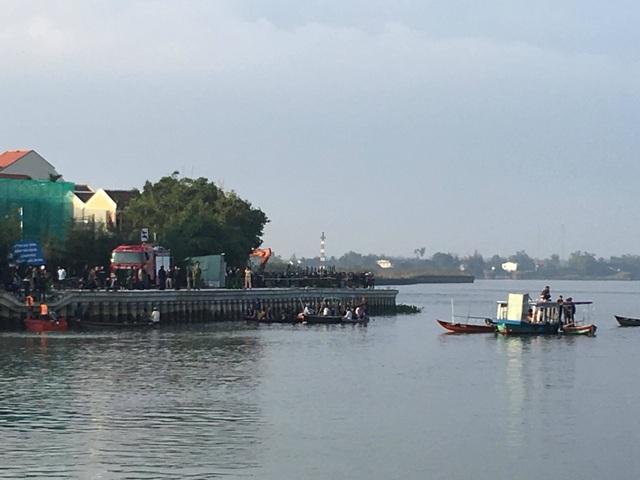 Ô tô lao xuống sông, 3 người trong gia đình du khách Hà Nội mất tích - 3