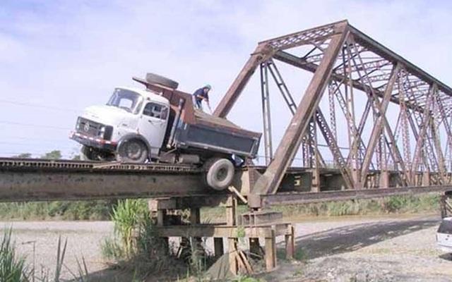 """Những """"cây cầu đáng sợ nhất"""" thế giới, trong đó có cầu khỉ Việt Nam  - 5"""