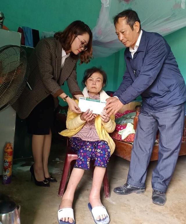 Trao hơn 33 triệu đồng đến 2 hoàn cảnh khó khăn tại Thanh Hóa - 1