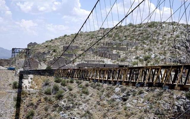 """Những """"cây cầu đáng sợ nhất"""" thế giới, trong đó có cầu khỉ Việt Nam  - 6"""