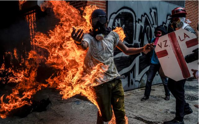 Từ nước giàu nhất Mỹ Latinh, Venezuela chìm sâu trong khủng hoảng - 2
