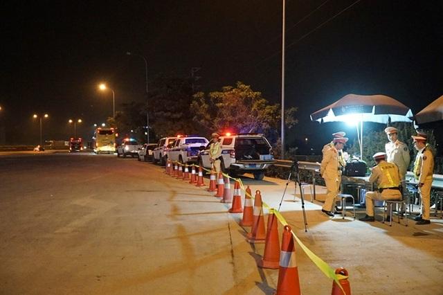 Mục sở thị trạm kiểm tra nồng độ cồn, ma tuý trên cao tốc ở Hà Nội - 1