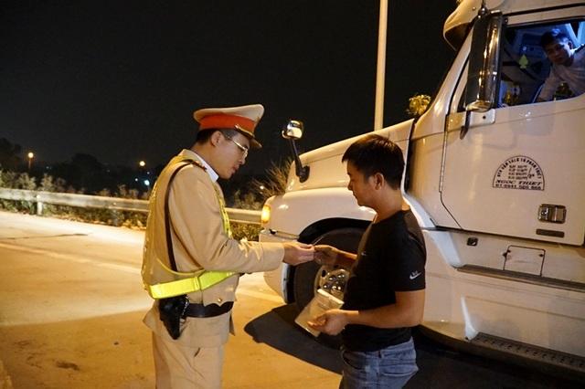 Mục sở thị trạm kiểm tra nồng độ cồn, ma tuý trên cao tốc ở Hà Nội - 2