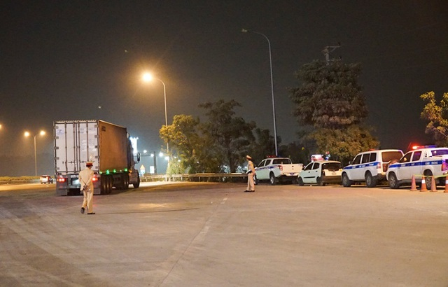 Mục sở thị trạm kiểm tra nồng độ cồn, ma tuý trên cao tốc ở Hà Nội - 4