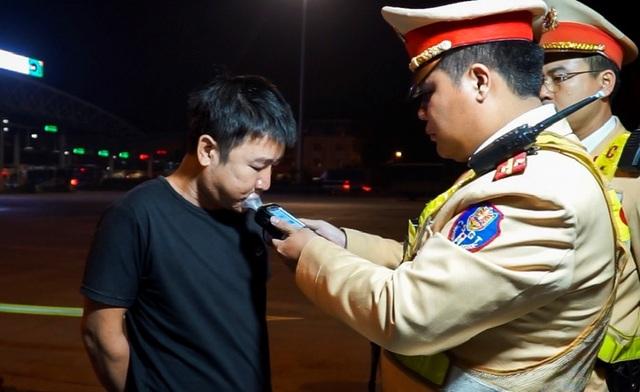 Mục sở thị trạm kiểm tra nồng độ cồn, ma tuý trên cao tốc ở Hà Nội - 5