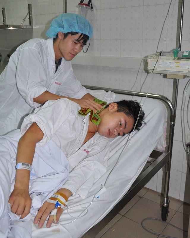Nụ cười của chàng trai trẻ dân tộc Dao được cứu sống nhờ tấm lòng bạn đọc báo Dân trí - 1