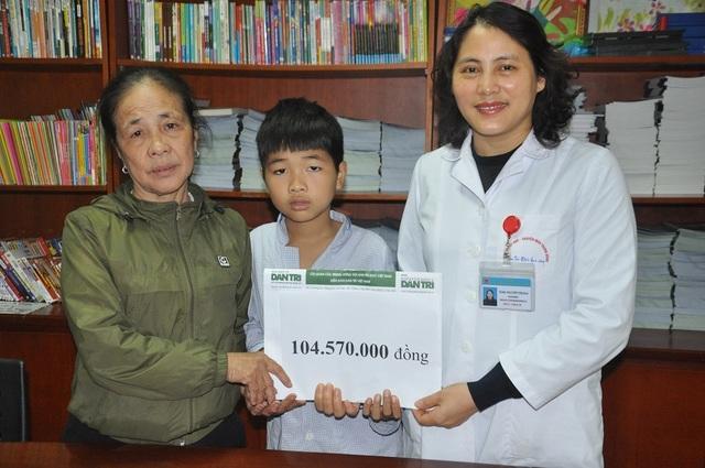 Cậu bé 10 tuổi bị bệnh Hemophylia được bạn đọc giúp hơn 104 triệu đồng - 2