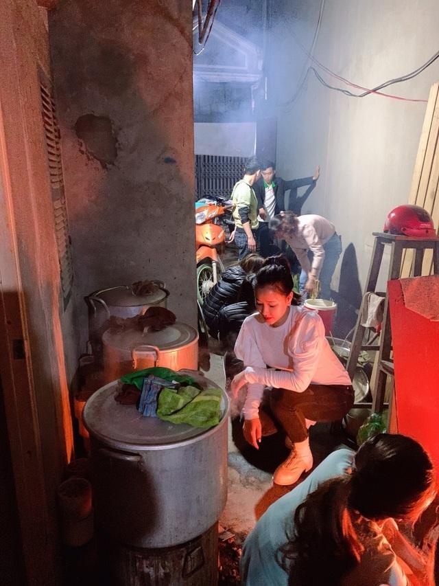 Hoa hau Maya va con gai20.jpg