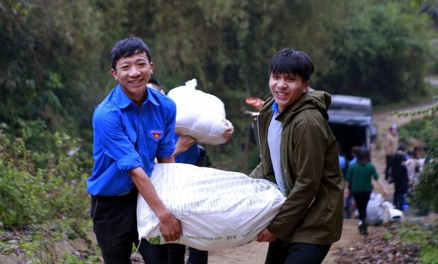 Sinh viên ĐH Kinh tế quốc dân mang Tết đến bản nghèo Khau Thán - 2