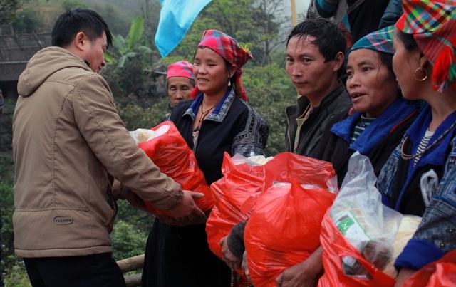 Sinh viên ĐH Kinh tế quốc dân mang Tết đến bản nghèo Khau Thán - 6