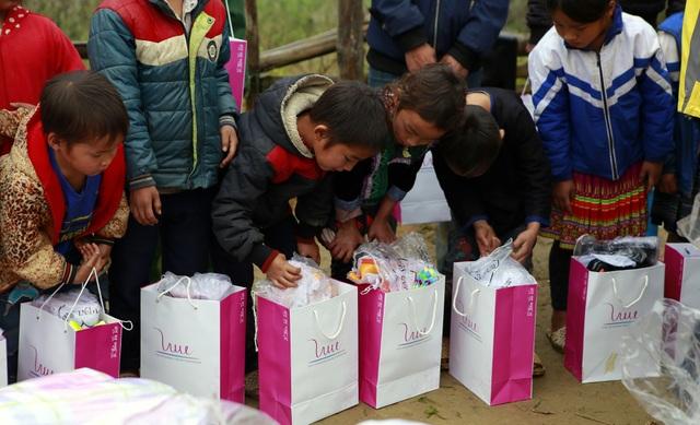 Sinh viên ĐH Kinh tế quốc dân mang Tết đến bản nghèo Khau Thán - 8