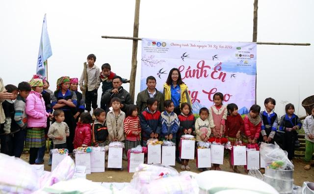 Sinh viên ĐH Kinh tế quốc dân mang Tết đến bản nghèo Khau Thán - 7