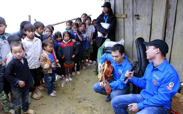 Sinh viên ĐH Kinh tế quốc dân mang Tết đến bản nghèo Khau Thán - 10