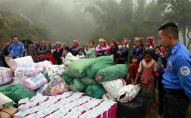 Sinh viên ĐH Kinh tế quốc dân mang Tết đến bản nghèo Khau Thán - 4