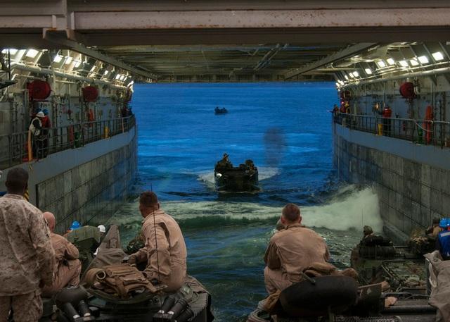 Mỹ phát triển pháo tầm xa bắn hạ tàu chiến Trung Quốc trên Biển Đông - 2