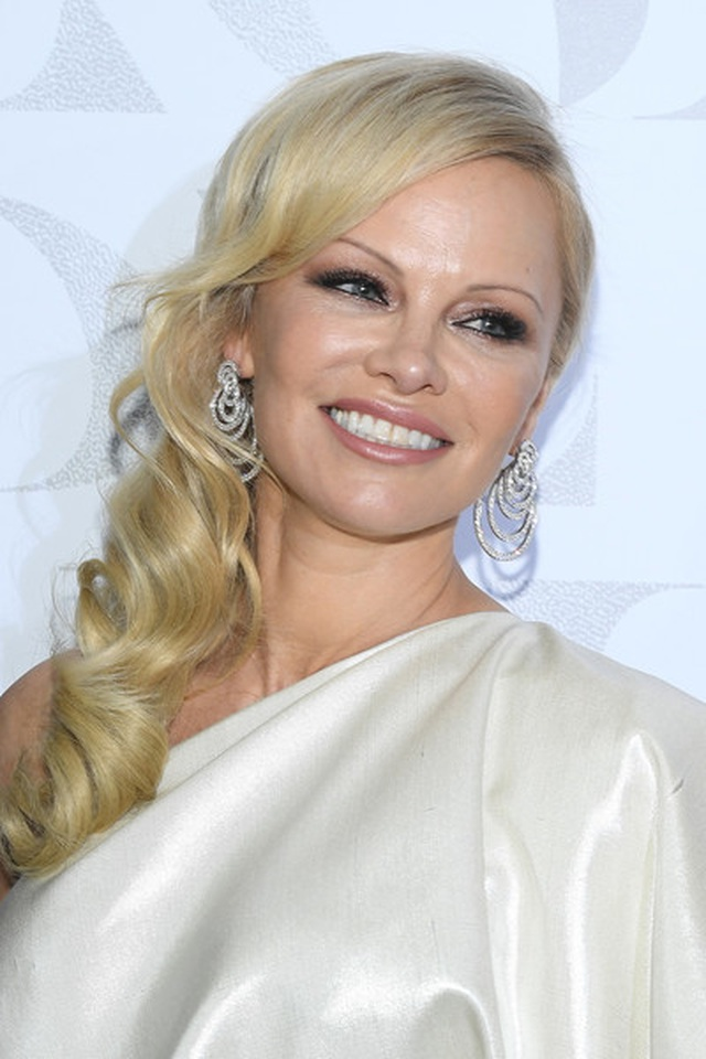 Pamela Anderson vẫn gợi cảm ở tuổi 52 - 4