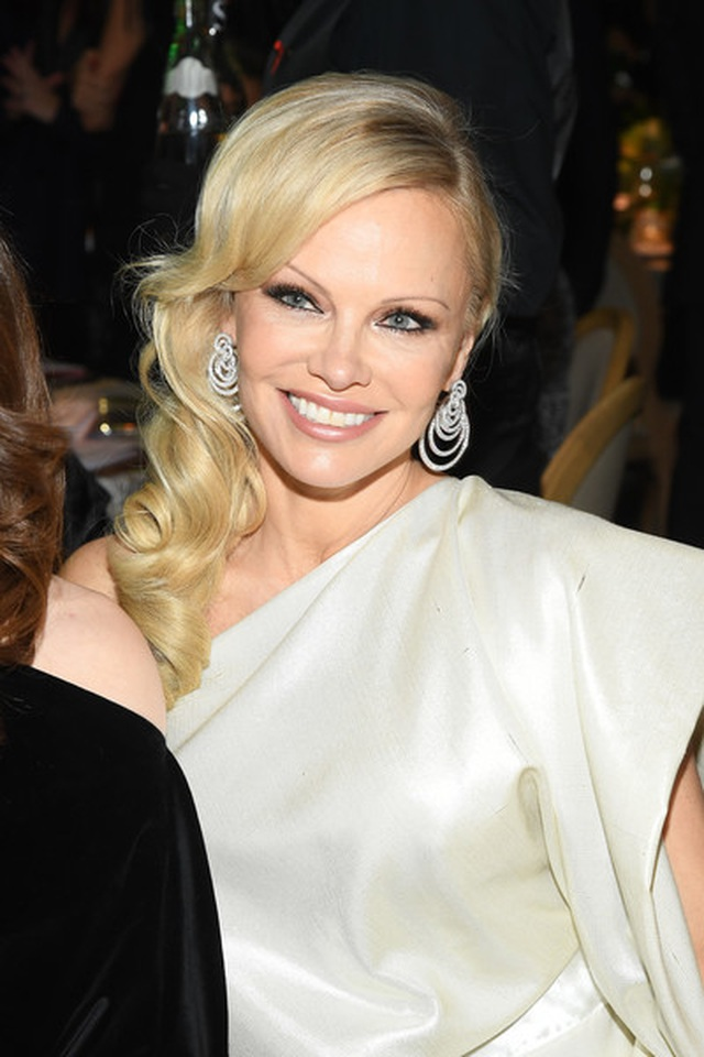 Pamela Anderson vẫn gợi cảm ở tuổi 52 - 5