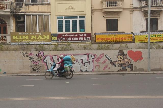 ve graffiti o duong Nghi Tam.JPG