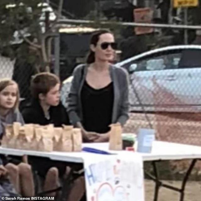 Xem Angelina Jolie dạy các con bài học đầu tiên về tiền bạc - Ảnh minh hoạ 2