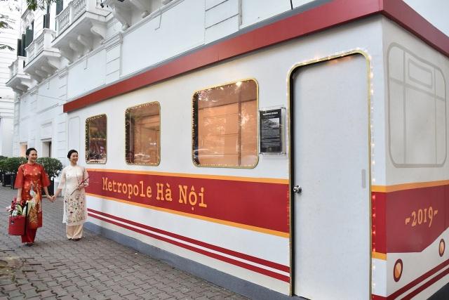 """Bước lên chuyến tàu điện """"leng keng"""" tới Chợ Tết 2019 - 2"""