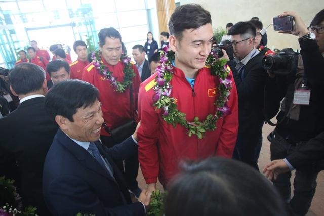 Đội tuyển Việt Nam được vinh danh ở sân bay Nội Bài - 13