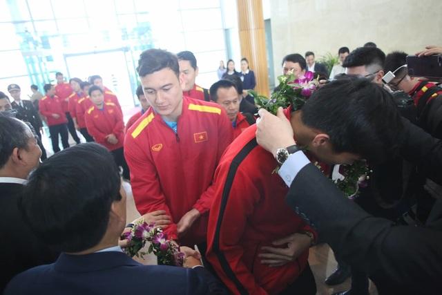 Đội tuyển Việt Nam được vinh danh ở sân bay Nội Bài - 12